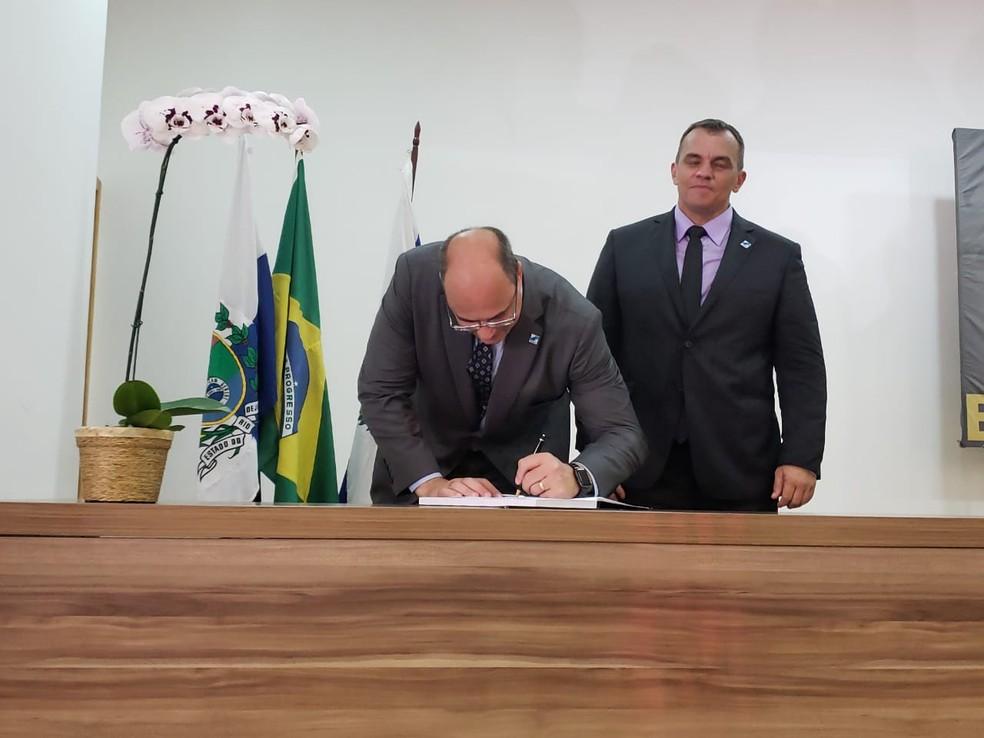 Witzel assina a posse do secretário Marcus Vinícius Braga como Secretário de Polícia Civil — Foto: Nicolás Satriano/G1