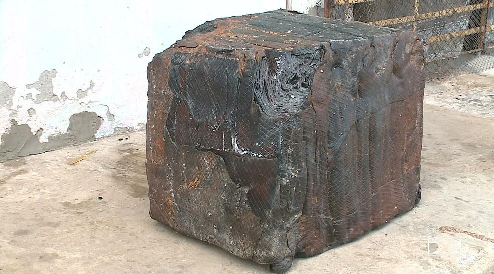Em 2018, pacote encontrado por jovens na praia da Guia pesava cerca de 180 kg. — Foto: Reprodução/TV Mirante
