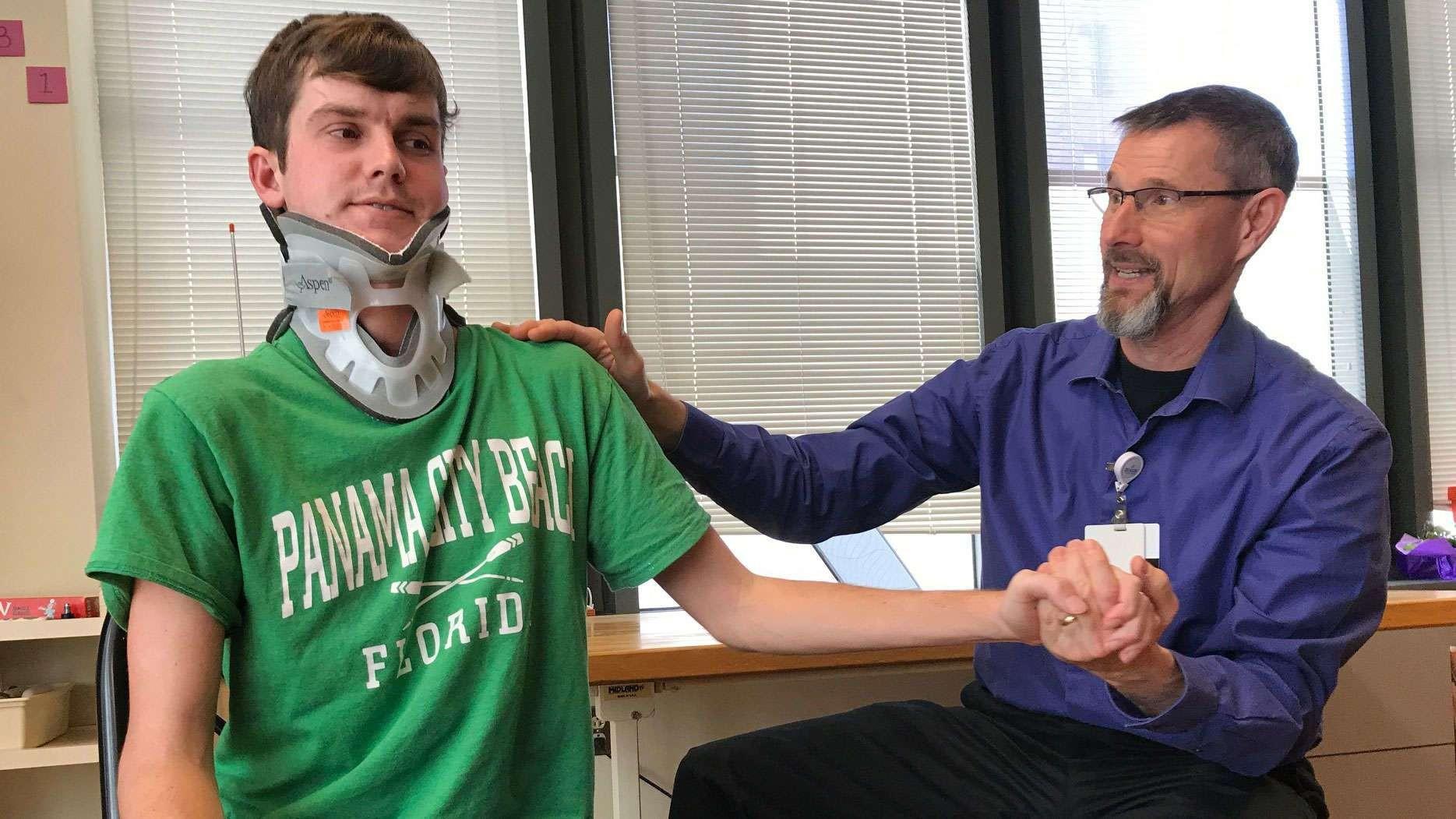 Brock Meister rompeu os ligamentos entre crânio e espinha após sofrer acidente de carro (Foto: Beacon Health System)