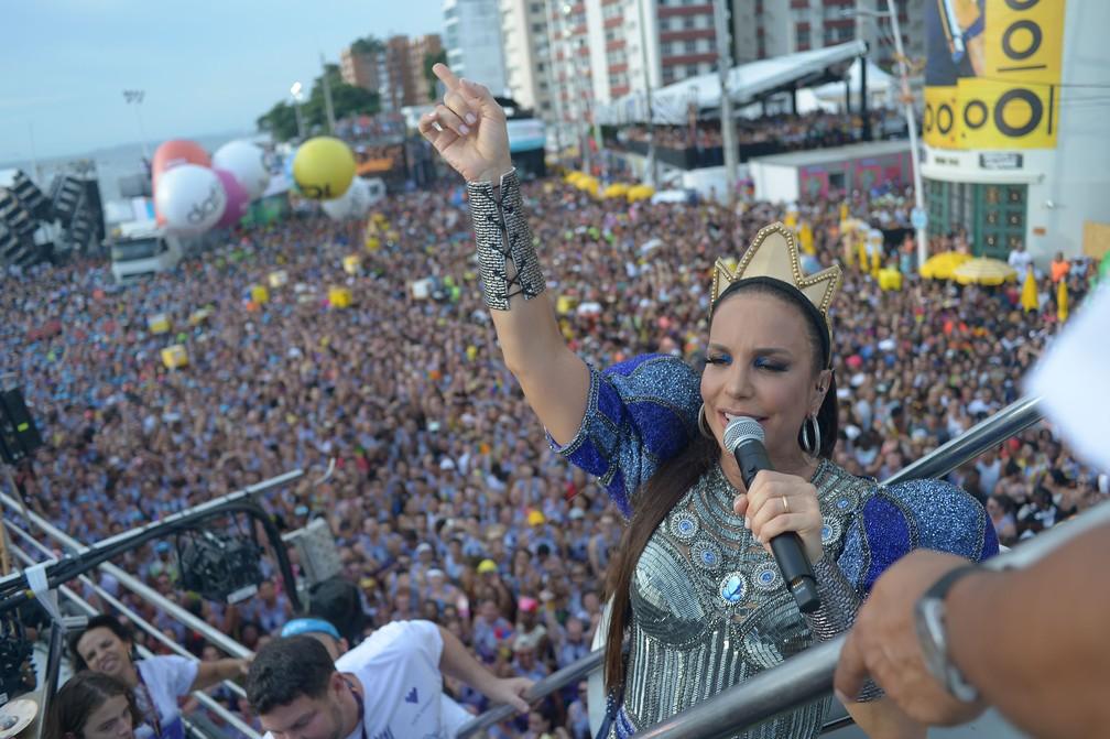 "Ivete Sangalo no 3º dia de carnaval de Salvador, puxando seu ""Bloco Coruja"" no circuito Barra-Ondina — Foto: André Muzell/Brazil News"