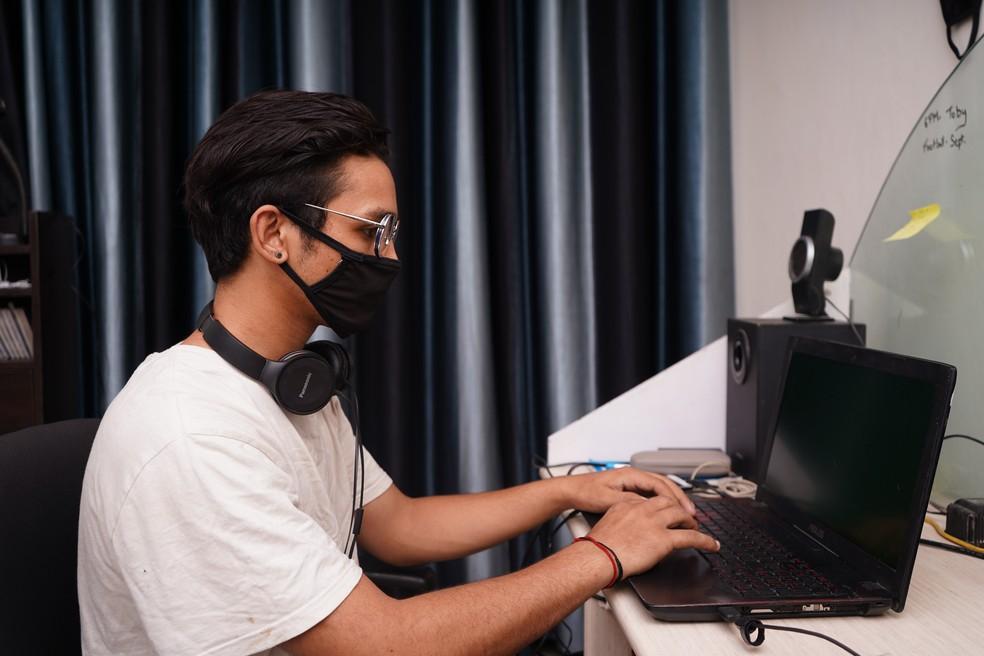Uso de máscara no trabalho — Foto: Yogendra Singh/Unsplash