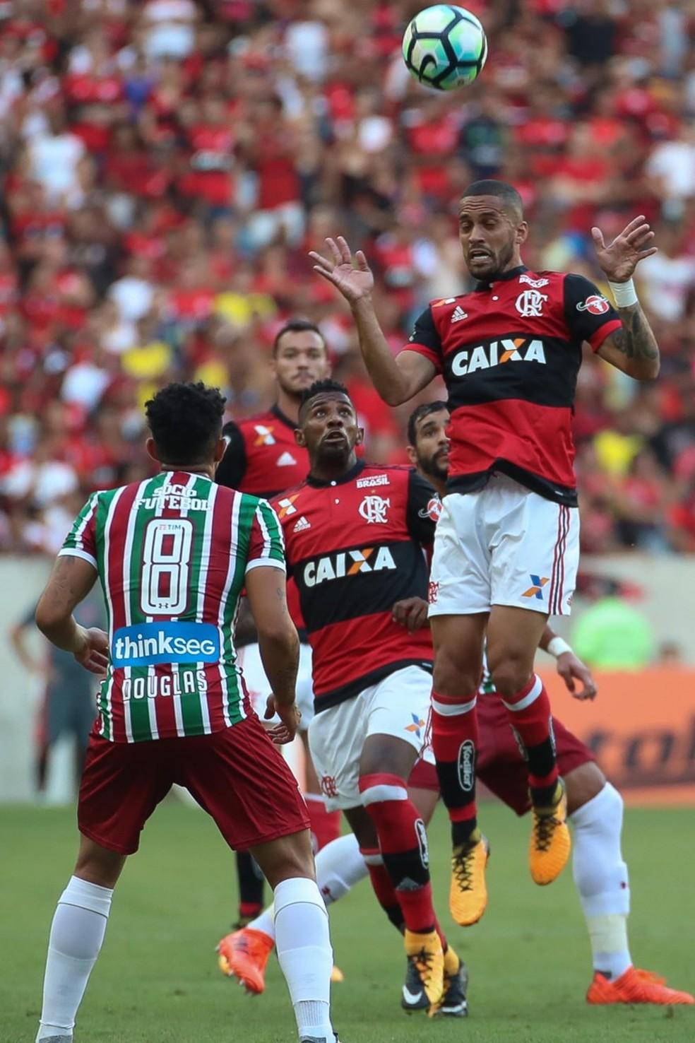 Com Rueda, Rômulo só foi titular em jogo com equipe completa no Fla-Flu do returno (Foto: Gilvan de Souza / Flamengo)