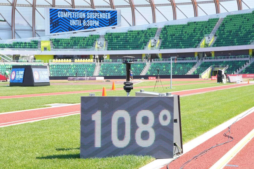 Termômetro em estádio de Eugene, nos EUA, onde ocorria seletiva americana no atletismo para as Olimpíadas de Tóquio, marcou 108°F — ou 42,2°C — neste domingo (27 — Foto: Kirby Lee-USA TODAY Sports