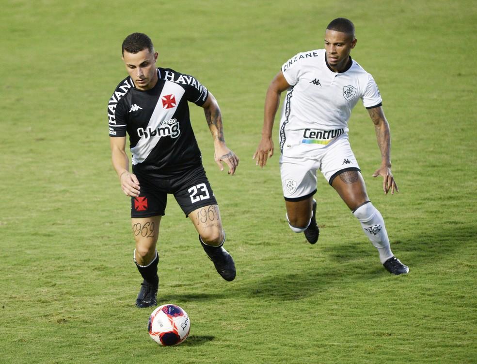 Rickson teve papel central na proposta de jogo de Chamusca — Foto: André Durão/ge