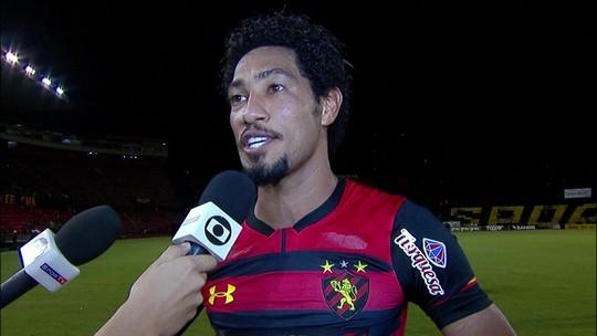 Hernane Brocador quebra protocolo e pede música depois dos três gols pelo Sport