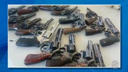 PRF apreende em rodovia de MS 50 armas de fogo e mais de mil munições