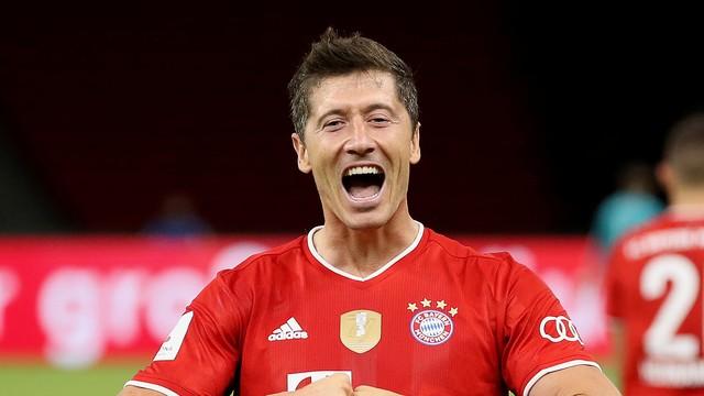 Lewandowski comemora um de seus gols no jogo do título do Bayern de Munique