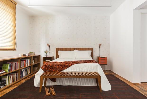 Apê de 90 m²: integração total entre cozinha e living para receber, cozinhar e dar festas  (Foto: FOTOS Maira Acayaba)