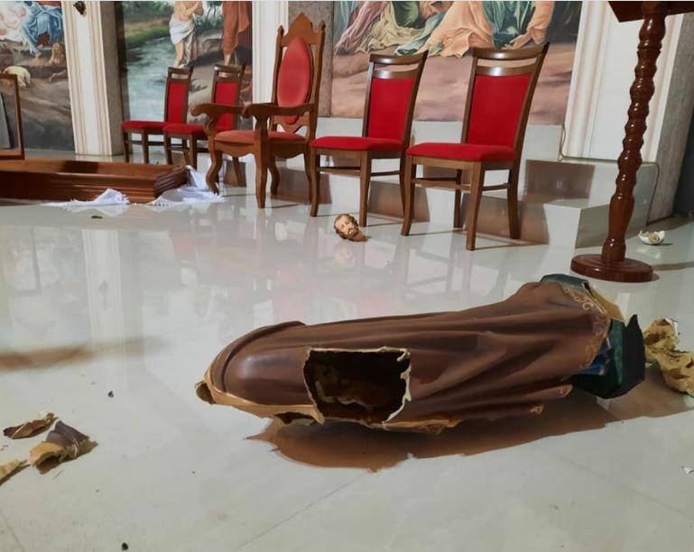 Homem é preso após quebrar imagens de santos em igreja de SC