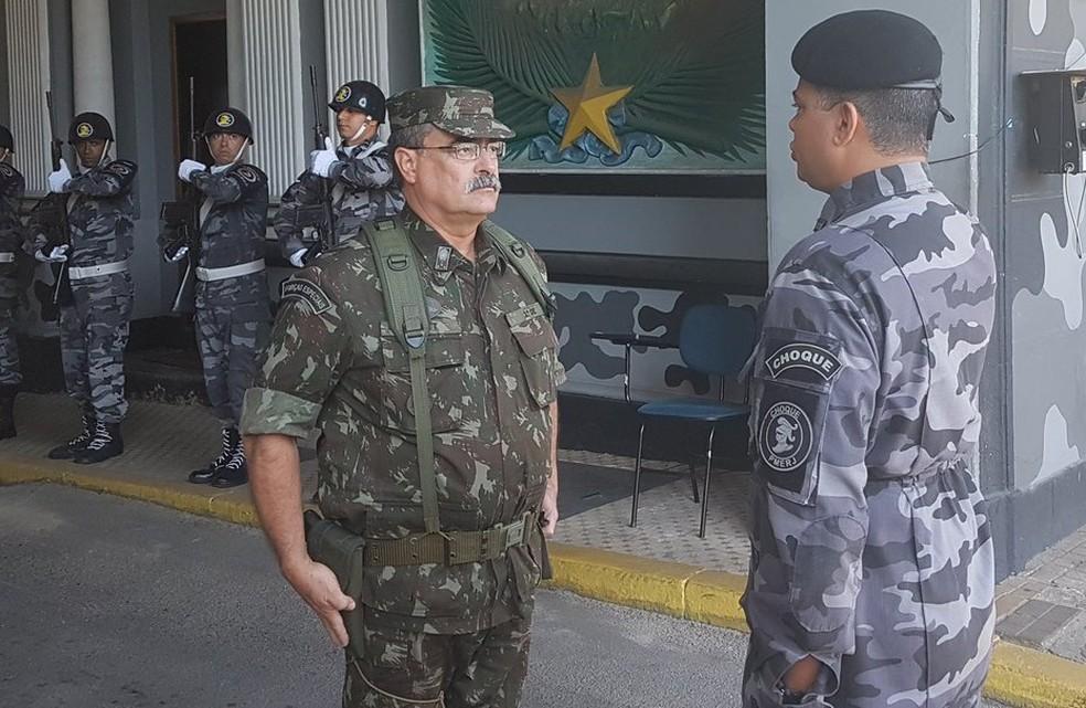 General Mauro Sinott em inspeção no Batalhão de Choque (Foto: Divulgação/Intervenção Federal/Twitter)