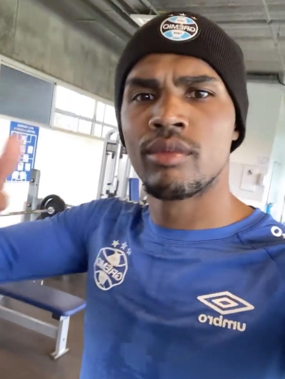 Douglas Costa treina no CT do Grêmio — Foto: Reprodução