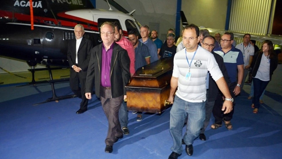 Caixão com o corpo de Dom José Maria Pires chegou por volta de 1h55 em João Pessoa (Foto: Eisenhower Almeida/Arquidiocese da Paraíba)