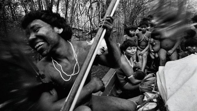 Instituto Moreira Salles reclama após Facebook apagar post sobre exposição com imagens de índios nus