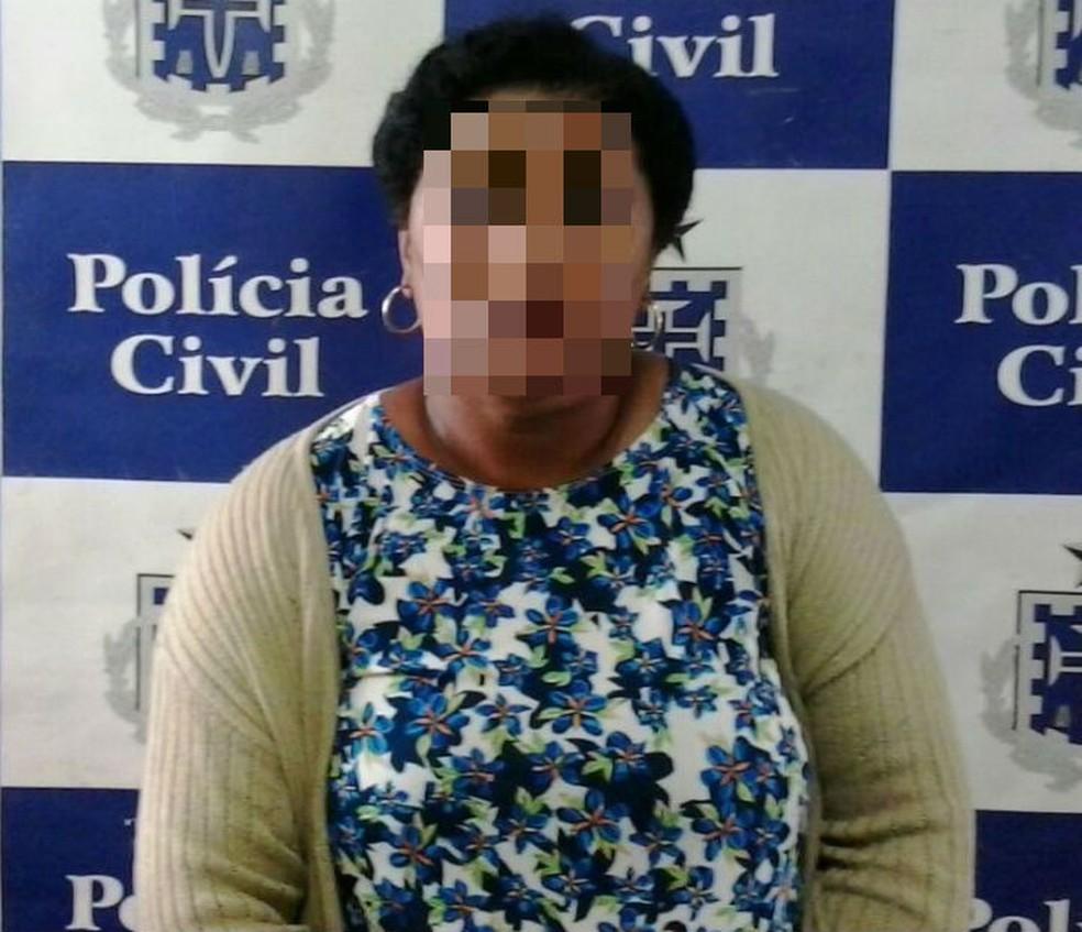 Diarista é presa suspeita de furtar R$ 50 mil em joias e dinheiro da casa da patroa em Salvador (Foto: Divulgação/Polícia Civil)