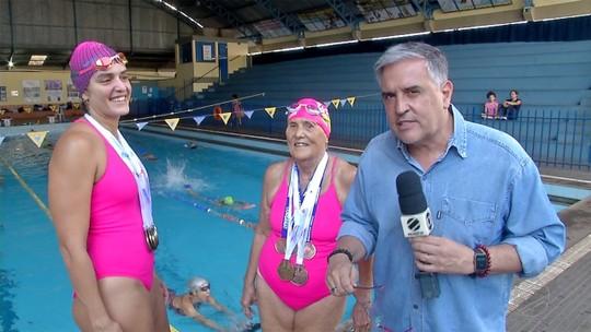 Nadadoras mostram que não há idade para praticar esporte e conquistar medalhas