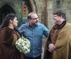 Cris Siqueira, Gustavo Mendes e Fabricio Mamberti em ação da novela 'Deus salve o rei' | Rede Globo / Paulo Belote
