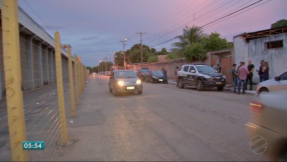 Imagem mostra distância entre a casa (à direita) e a Penitenciária Central do Estado (Foto: TV Centro América)
