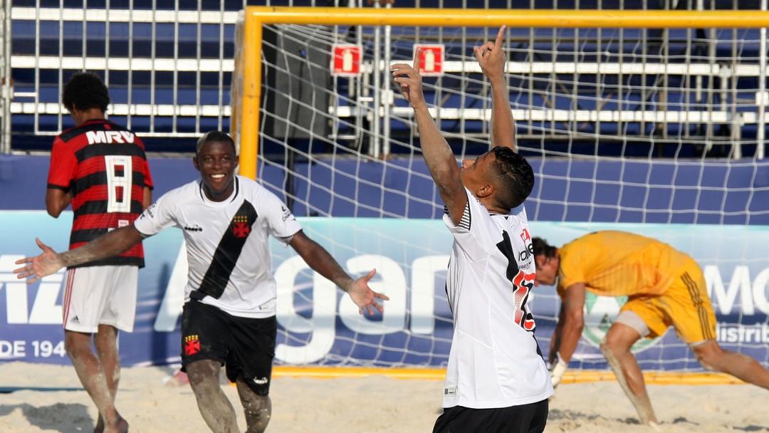 2d908db9e5 Brasil é campeão da Liga Sul-Americana de futebol de areia no Rio de  Janeiro