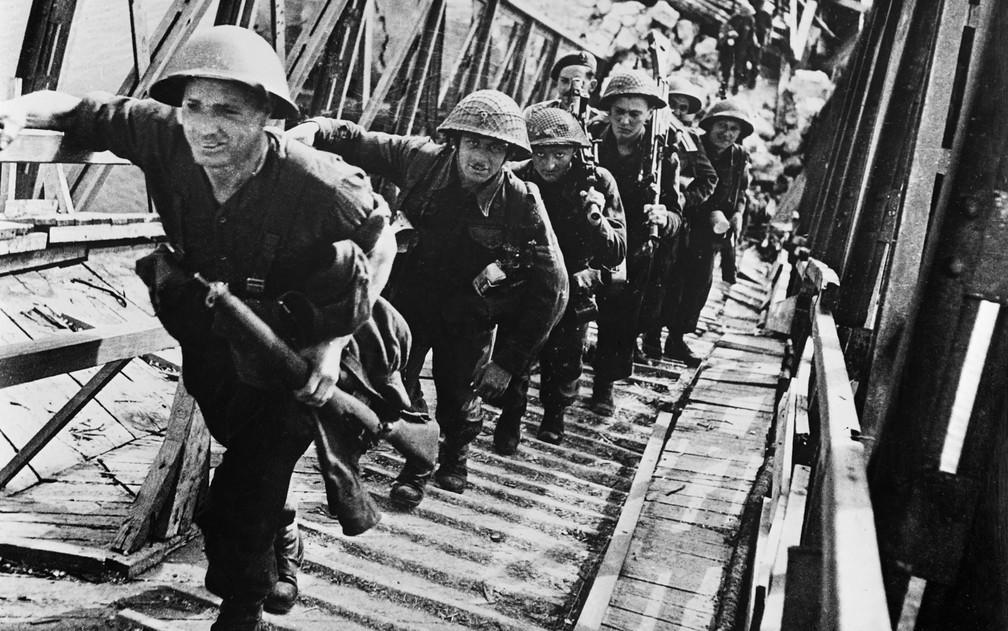 Avanço das tropas foi lento e resistência alemã foi considerável — Foto: AFP