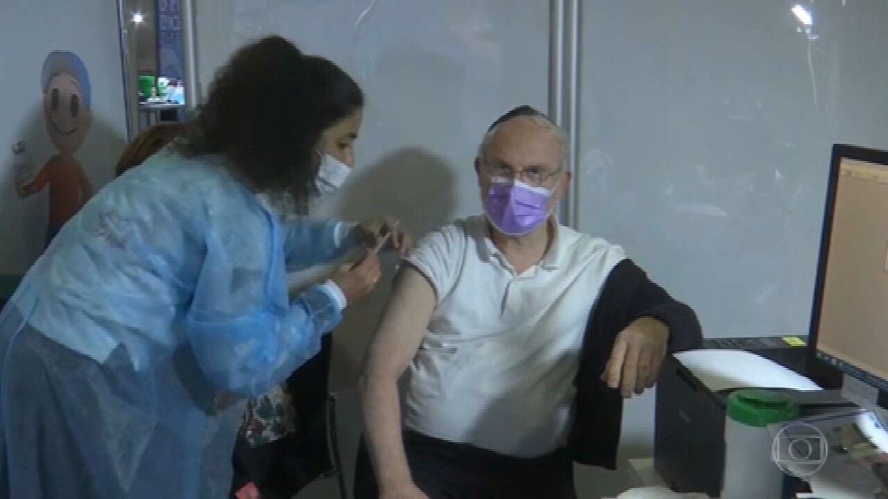 Metade da população de Israel já recebeu, pelo menos, uma dose da vacina, diz governo