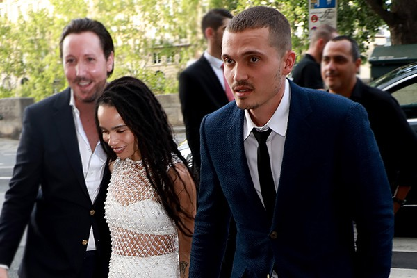 Zoë Kravitz e Karl Glusman se casam em Paris (Foto: Pierre Suu / Getty Images)