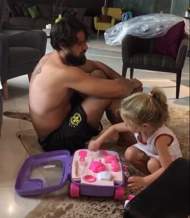 Rafael Cardoso e Aurora (Foto: Reprodução/Instagram)