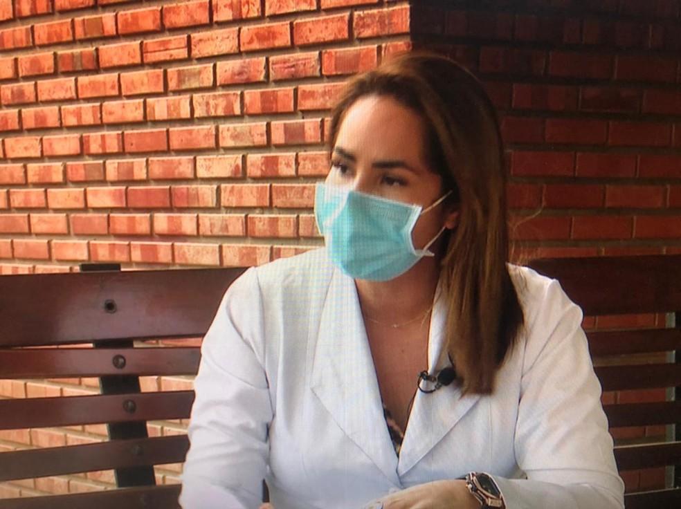 Médica Fabíola Helena também sofreu com a morte de colegas — Foto: Reprodução/Rede Amazônica
