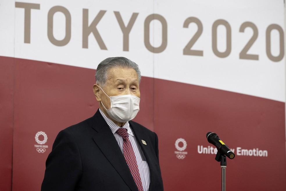 O presidente do Comitê Organizador Local dos Jogos Olímpicos de Tóquio, Yoshiro Mori, fala coma imprensa durante videoconferência com o presidente do COI, Thomas Bach, em 28 de janeiro de 2021 — Foto: Takashi Aoyama/Pool via AP