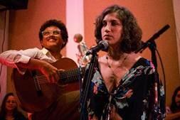Pedro Franco e Renata Chiquetto: show de MPB