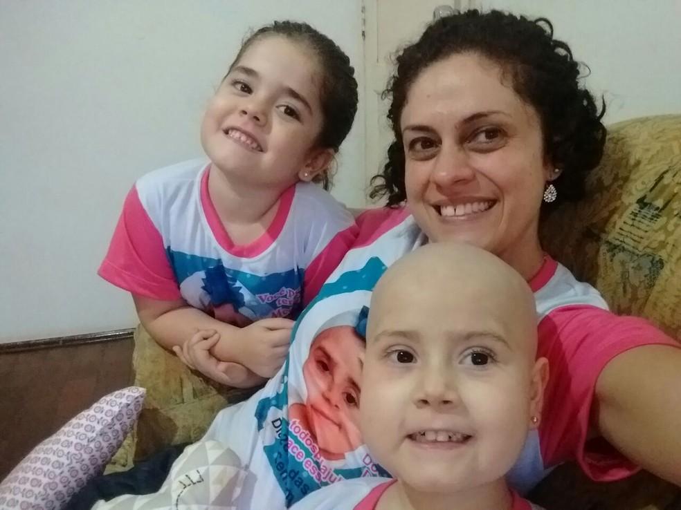 Júlia com a mãe e a irmã mais nova em Tatuí (Foto: Arquivo Pessoal/Adriana Abrama)
