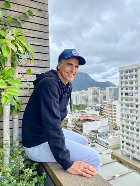 Reynaldo Gianecchini na varanda de sua casa, no Rio (Foto: Arquivo pessoal)