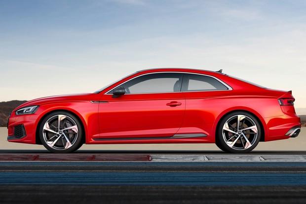 Estilo lateral com para-lamas alargados vem dos Audi quattro originais (Foto: Divulgação)
