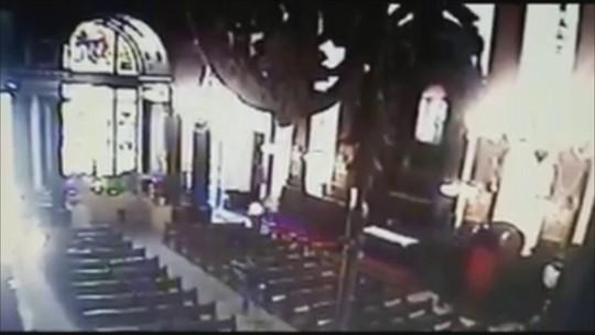 VÍDEO mostra homem atirando dentro da Catedral de Campinas