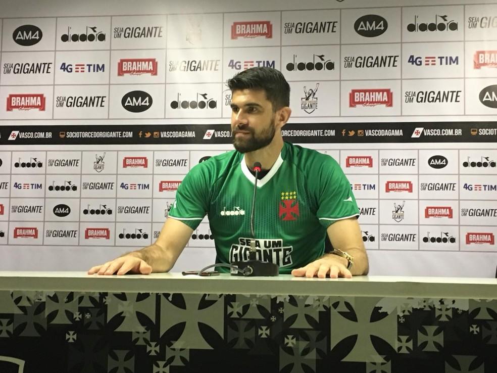 Fernando Miguel é apresentado no Vasco (Foto: Fábio Cardoso)