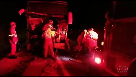 Acidente entre ônibus e caminhão deixa feridos em Santo Antônio do Descoberto