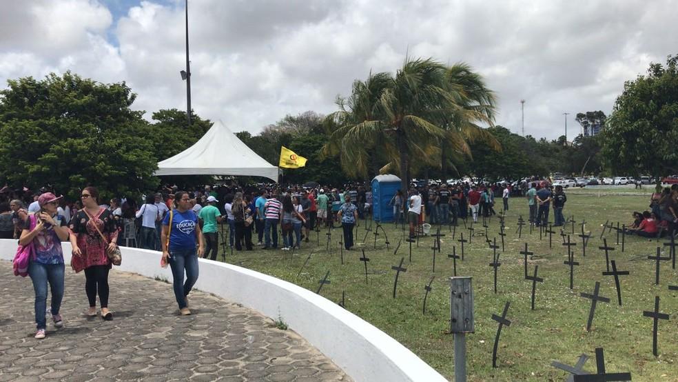Policiais Civis fazem manifestação na Governadoria do RN contra atraso de salários (Foto: Ítalo Di Lucena/ Inter TV Cabugi)