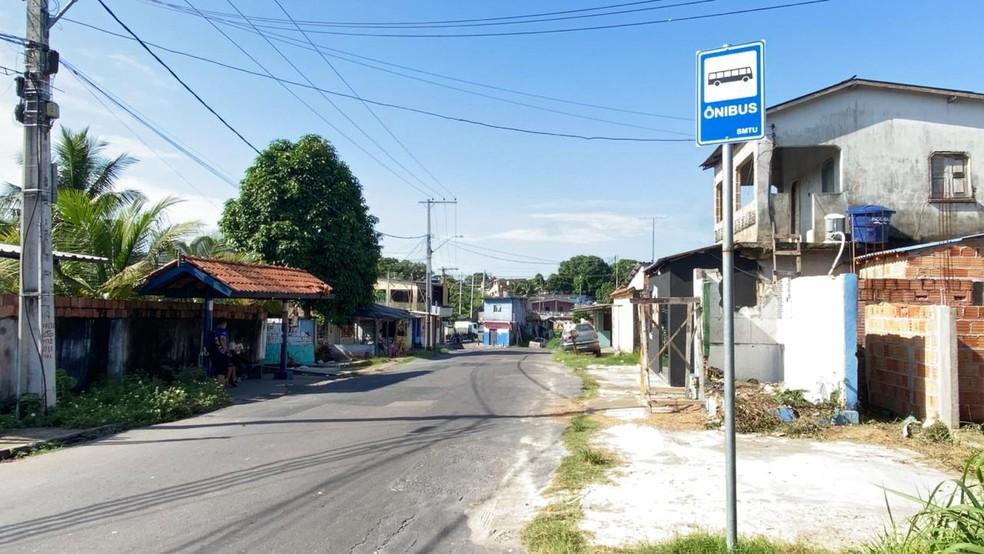 Vítima estava em parada de ônibus na rua Nova Mutum, bairro Colônia Antônio Aleixo, quando foi esfaqueada — Foto: Patrick Marques/G1 AM
