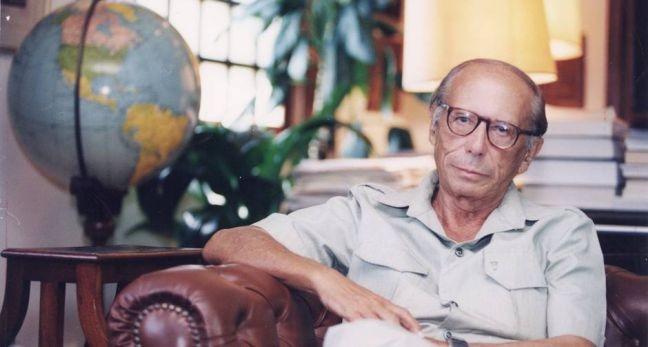 Economista, diplomata e político, Roberto Campos no lançamento do seu livro 'A lanterna na popa', 07/09/1994 (Foto: Marco Antonio Teixera / Acervo O Globo)