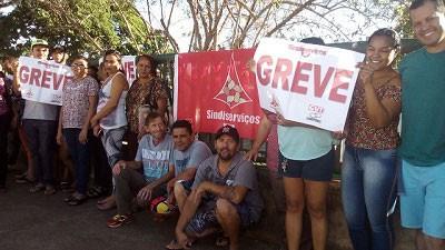 Faxineiros de hospitais públicos do DF entram em greve para cobrar salário