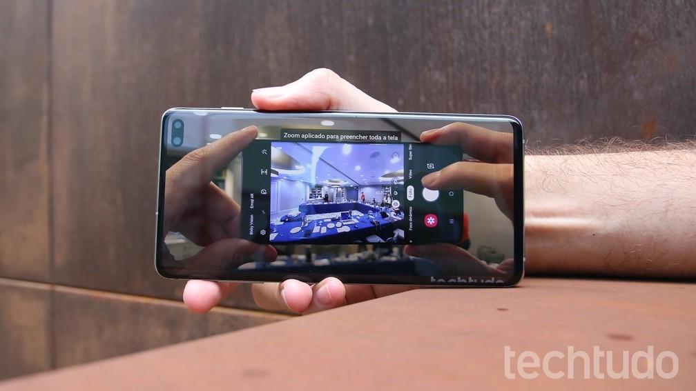 Em modo zoom, YouTube evidencia presença da câmera dentro da tela; repare no canto superior esquerdo — Foto: Thássius Veloso / TechTudo