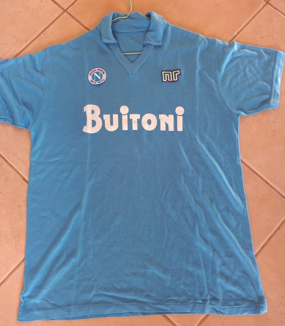 Luiz Cláudio guarda até hoje camisa do atacante do Napoli — Foto: Luiz Cláudio Simão/Arquivo Pessoal