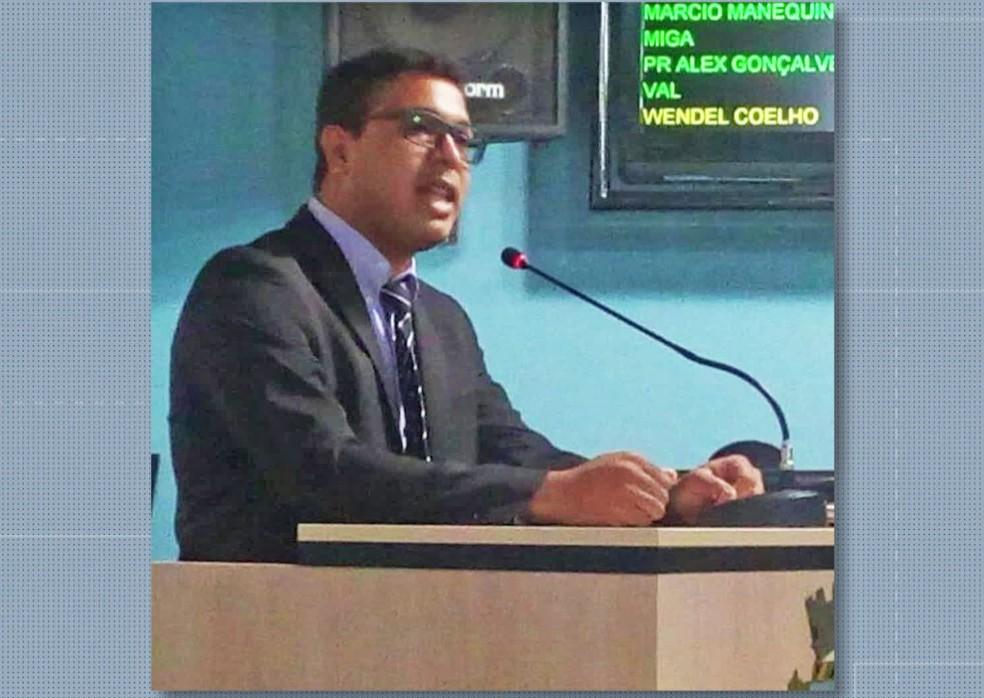 Vereador na tribuna da Câmara de Vereadores de Japeri — Foto: Reprodução/Redes Sociais
