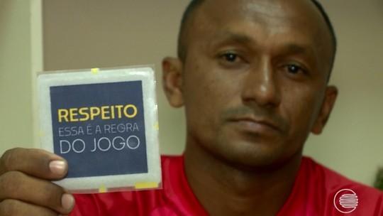 """Árbitro faz boletim de ocorrência após ser xingado de """"picolé de asfalto"""" por funcionário de clube"""