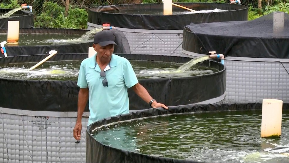 Leoni passou a criar peixes em tanques no Espírito Santo — Foto: Reprodução/ TV Gazeta