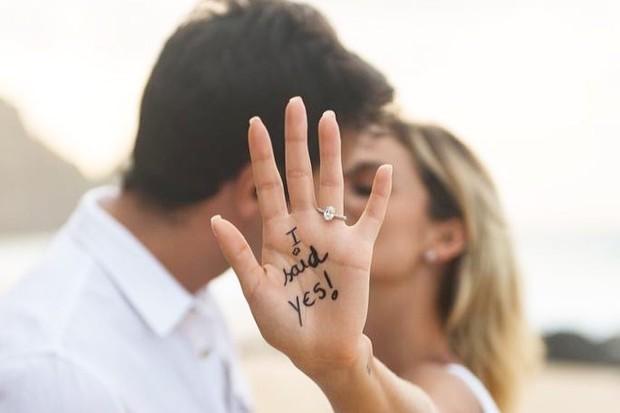 Kaká e Carol Dias revelam noivado (Foto: Reprodução/Instagram)