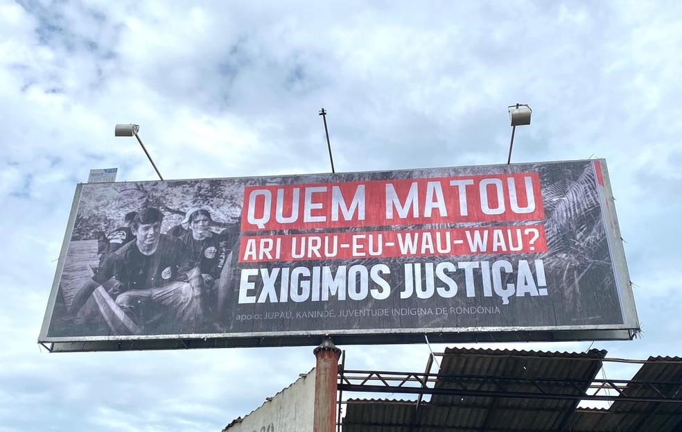 """Outdoors foram espalhados em Rondônia com a pergunta: """"Quem matou Ari Uru-Eu-Wau-Wau?"""" — Foto: Kanindé/Reprodução/Redes Sociais"""