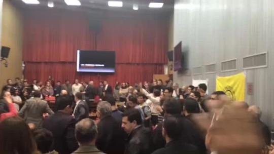 Sob protestos, CPI da Merenda elege presidente na Assembleia de SP