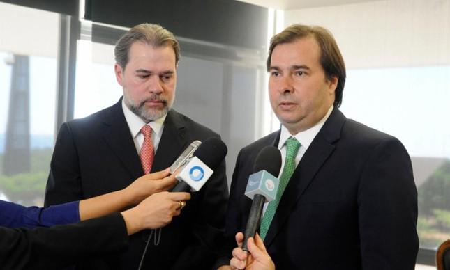 Os presidentes do STF, Dias Toffoli, e da Câmara, Rodrigo Maia
