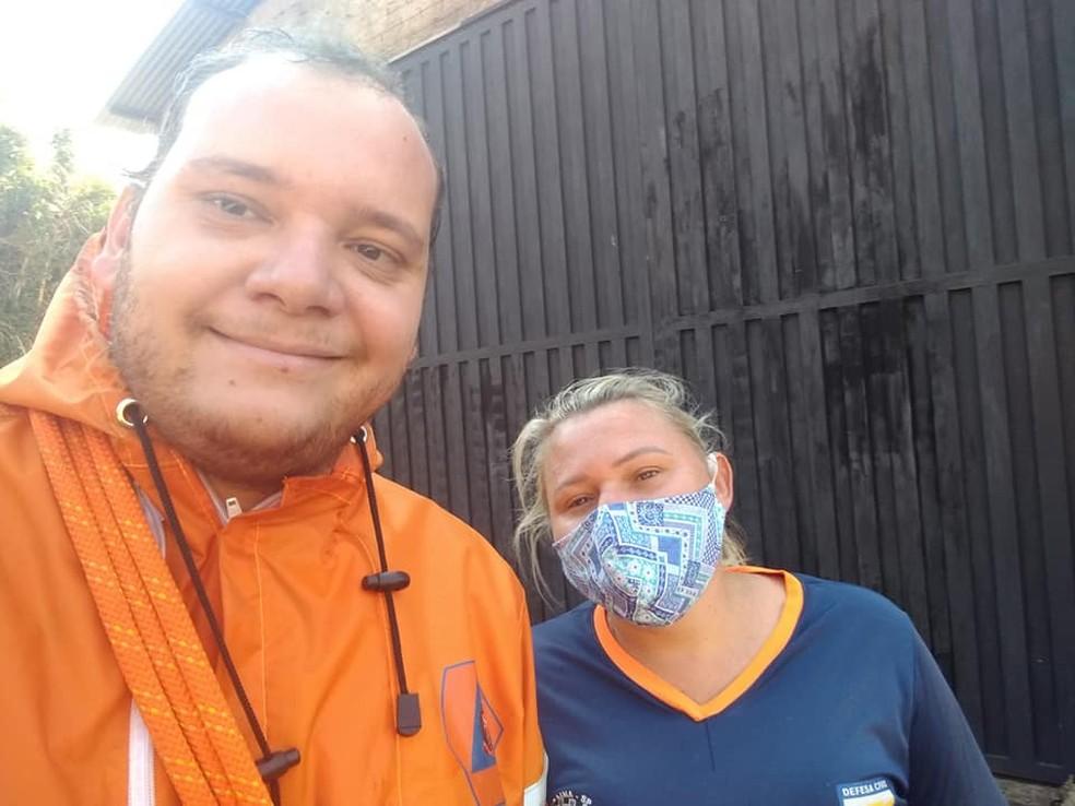 Equipe andou cerca de 100 metros por dentro da galeria para salvar o animal em Bocaina — Foto: Defesa Civil/Divulgação