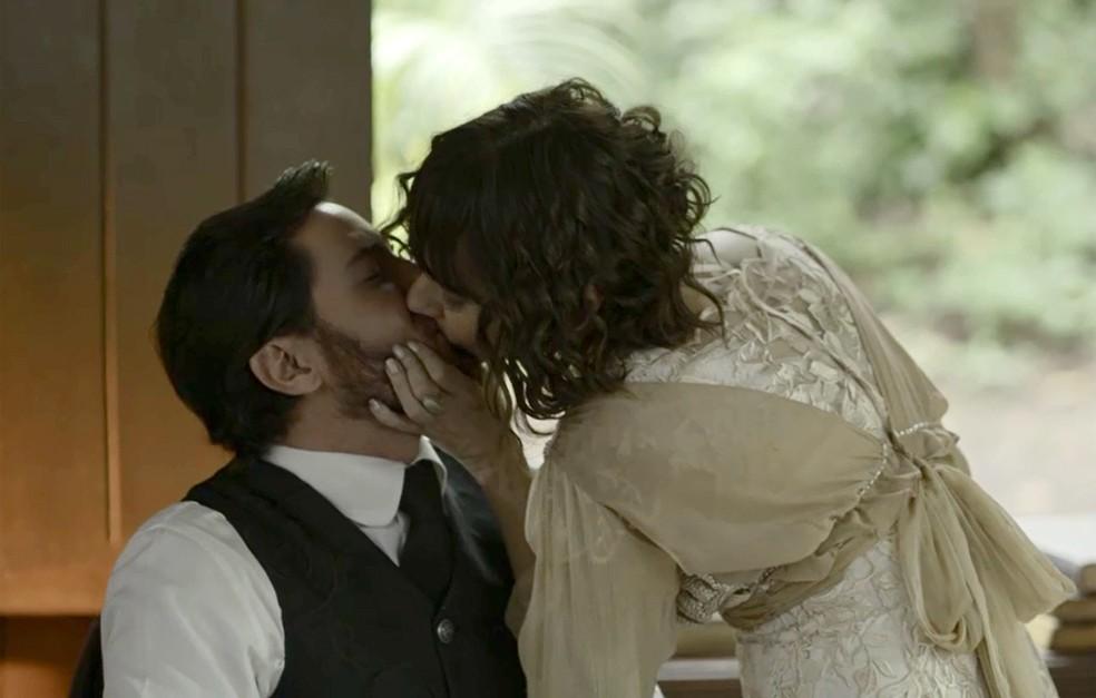 Que beijão! (Foto: TV Globo)